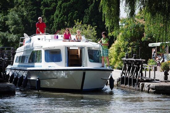 L 39 houseboat tra canali mulini a vento e tulipani for Houseboat amsterdam prezzi